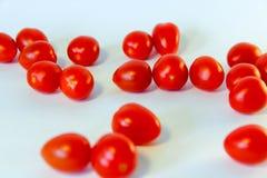 tomates rouges fraîches d'isolement sur le fond blanc photographie stock libre de droits