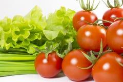 Tomates, salada e cebolinhos de cereja Fotografia de Stock
