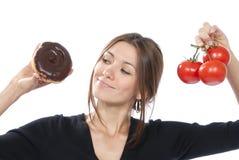 Tomates saudáveis da filhós da mulher do conceito do alimento comer Foto de Stock