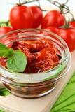 Tomates secados al sol italianos en aceite de oliva Imágenes de archivo libres de regalías