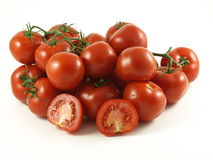 Tomates sur la vigne. Image stock