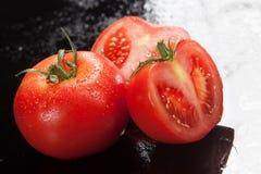 Tomates sur un fond en verre Photographie stock