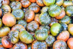 Tomates sur un marché Photos stock