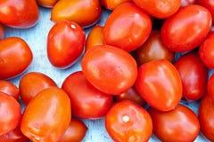 Tomates sur un marché Images libres de droits