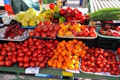 Tomates sur un marché de ferme Photographie stock