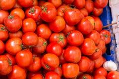 Tomates sur un marché libre Photo stock