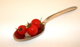 Tomates sur une cuillère Photographie stock
