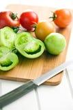 Tomates verdes y rojos Fotografía de archivo