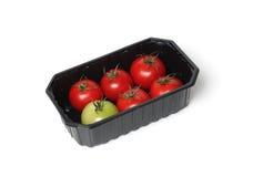 Tomates vermelhos no recipiente de alimento foto de stock royalty free