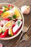 Tomates y ensalada de los huevos Imagen de archivo