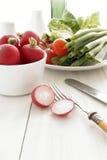 Tomates y ensalada de los rábanos Fotos de archivo