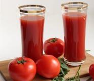 Tomates y jugo de tomate Fotos de archivo libres de regalías