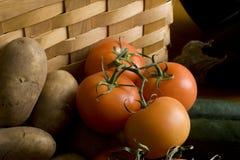 Tomates y patatas imagen de archivo libre de regalías