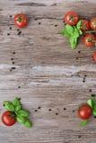 Tomates y pimienta como marco Fotos de archivo libres de regalías