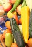 tomates y pimientas vegetales orgánicos escogidos frescos Imagen de archivo