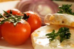 Tomates y queso de cereza Imágenes de archivo libres de regalías