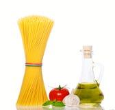 Tomates y queso de los espaguetis Imágenes de archivo libres de regalías