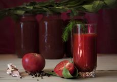 Tomatesaft in einem Glas Lizenzfreie Stockfotos