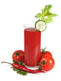 Tomatesaft mit dem Gemüse getrennt Stockbild