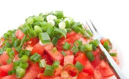 Tomatesalat mit Frühlingszwiebel Stockfoto