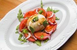 Tomatesalat mit Zwiebel Lizenzfreie Stockfotos
