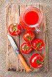 Tomatesap en rijpe tomaten Royalty-vrije Stock Foto