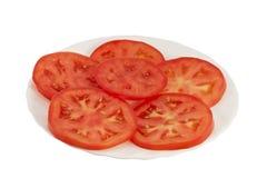 Tomatescheiben auf einer Platte Stockbild