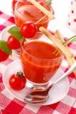 Tomatesuppe mit in Glas Stockfoto