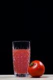 Tomatfruktsaft. frukt. sodavatten. drink arkivbilder