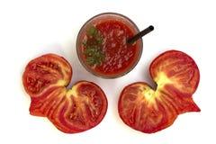 Tomatfruktsaft och hjärta-formad tomat Fotografering för Bildbyråer