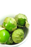 Tomatillo et cuvette blanche Photographie stock