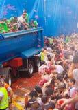 Tomatinafestival waar de mensen tomaten werpen Stock Foto