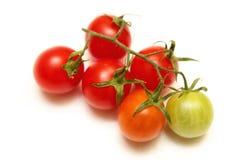 Tomatkörsbär som isoleras på vit Royaltyfri Fotografi