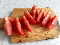 Tomato on a cutting board Royalty Free Stock Photography