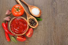 Tomato ketchup and vegetables Stock Photography