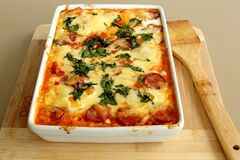 Tomato and sausage cheese casserole Royalty Free Stock Photography