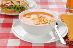 Tomato soup with oyster crackers Royalty Free Stock Photography
