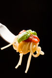 tomatoe för basilikasåsspagetti Arkivbilder