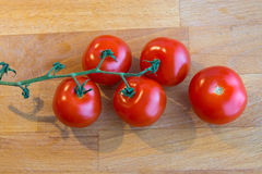 Tomatoes on a chopping board Royalty Free Stock Images