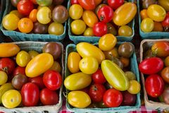 Free Tomatoes For Sale At A Farmers Market Stock Photography - 137628642