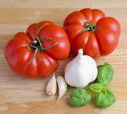 Tomatoes, garlic and basil Royalty Free Stock Images