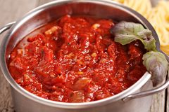 Tomatpastasås arkivfoto