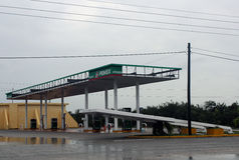 Tombé signez dedans l'ouragan Ernesto de Mahahual Image libre de droits