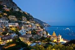 Tombée de la nuit dans Positano Photographie stock libre de droits