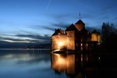Tombée de la nuit de château de Chillon Images stock
