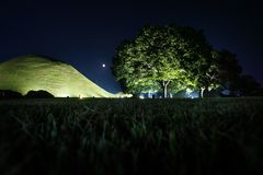 Free Tomb Grave And Trees In A Park At Night In Gyeongju, South Korea, Asia Stock Photography - 102175042