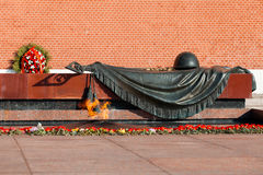 Tomb of Unknown soldier and Eternal flame. MOSCOW, RUSSIA - SEPTEMBER 02, 2016: Tomb of Unknown soldier and Eternal flame in Alexander garden near Kremlin wall Royalty Free Stock Photo
