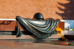 Tomb of Unknown soldier and Eternal flame. MOSCOW, RUSSIA - SEPTEMBER 02, 2016: Tomb of Unknown soldier and Eternal flame in Alexander garden near Kremlin wall Royalty Free Stock Images