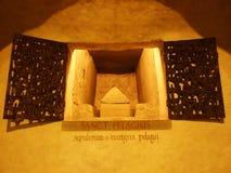 Tomba della st Pelagio nella cripta o nella cattedrale di Costanza fotografie stock
