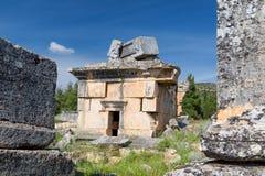 Tomba delle maledizioni nella città della necropoli del cimitero morto e antico di Hierapolis, Pamukkale, Turchia fotografie stock libere da diritti